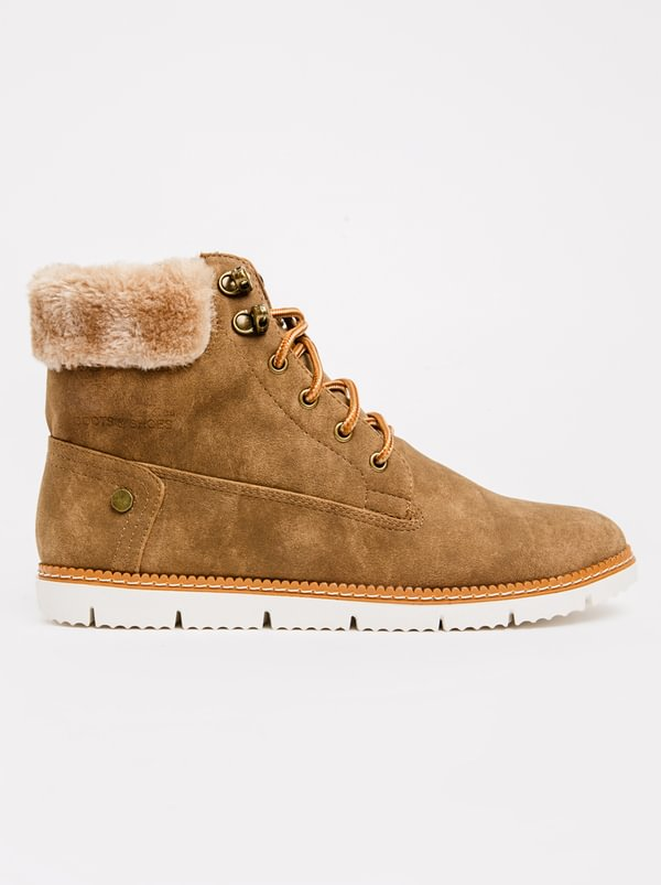Queue Hiking Boot With Fur Collar Taupe